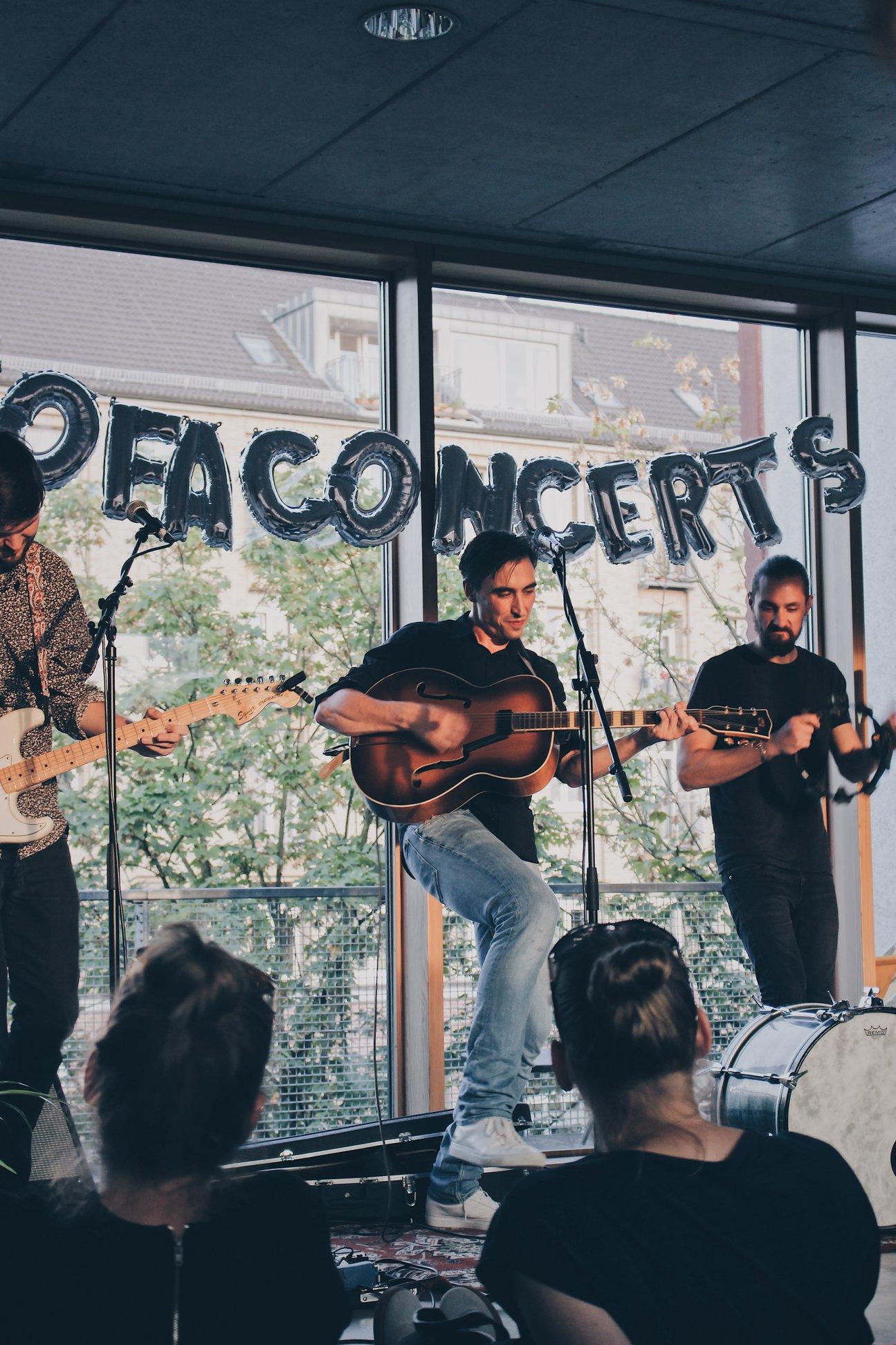 SofaConcerts bietet persönliche Videobotschaften in Form von Mini-Konzerten an.
