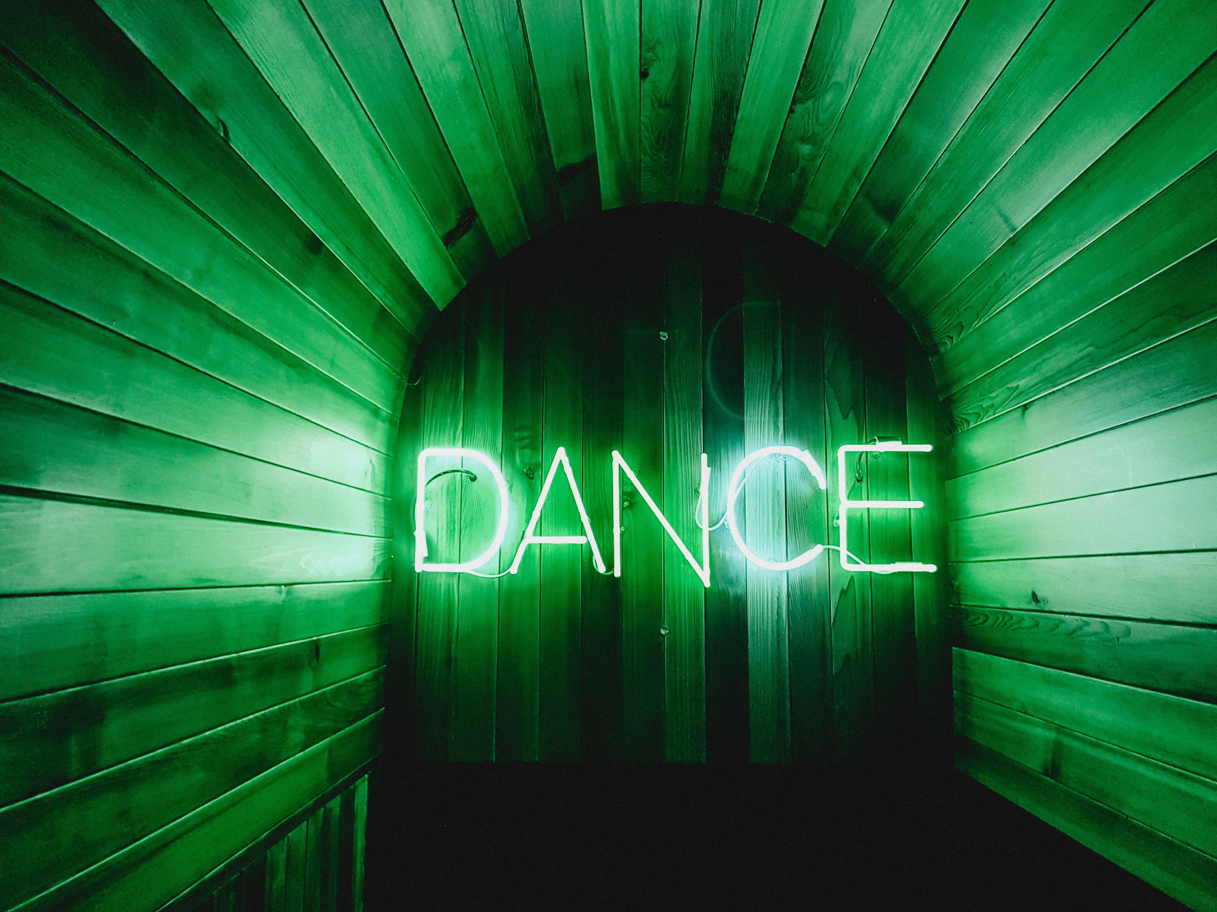 Statt im Club zu schwitzen, mache deine Bude zum Dancefloor – beim Südpol-Livestream.