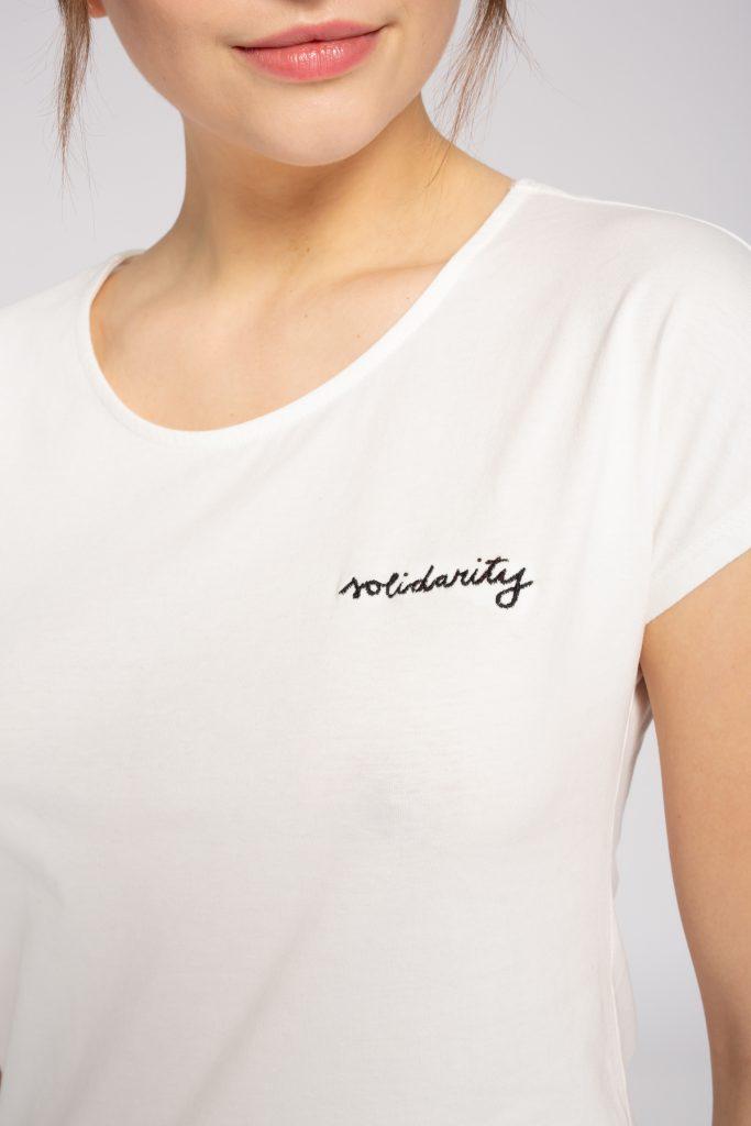 🎉 Wir verlosen 2 weiße Solidarity Shirts von recolution!