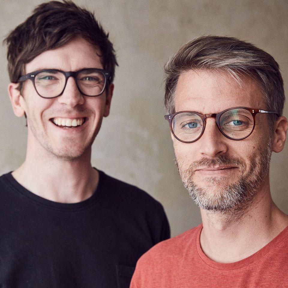 Tom und Darren kommen fürsAalhaus Quiz zu dir aufs Sofa!