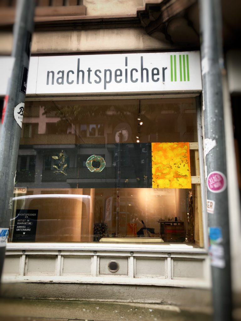 Der nachtspeicher23 hat eine Schaufenster-Ausstellung am Start.