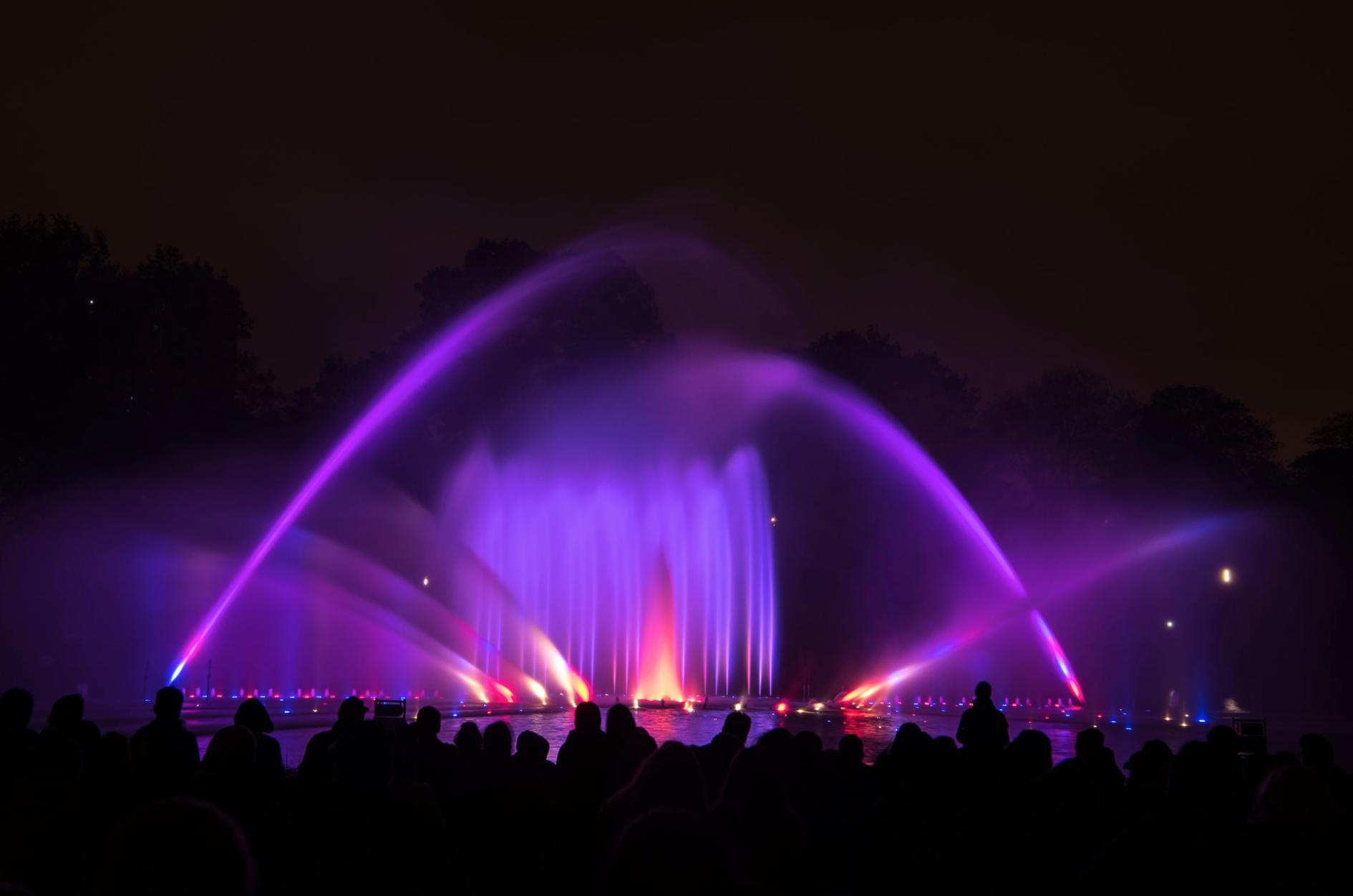 Die berühmte Wasserlichtorgel kannst du jetzt auch Zuhause genießen.