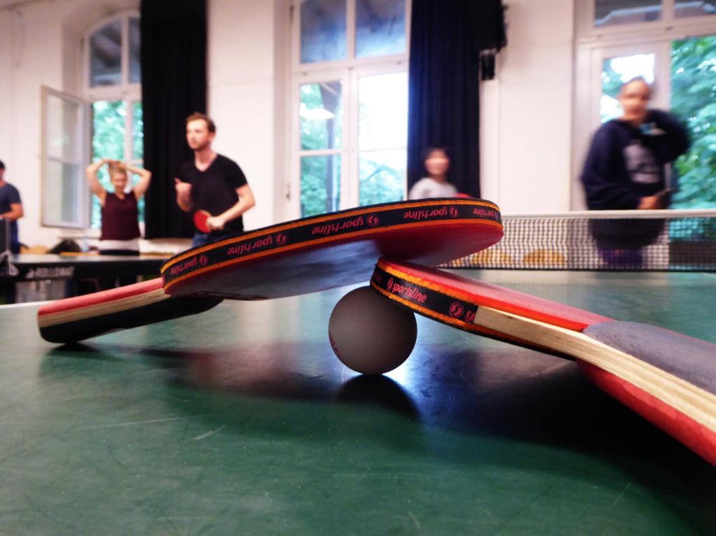 Ping Pong. Im HausDrei wird wieder mit dem Ball gespielt.