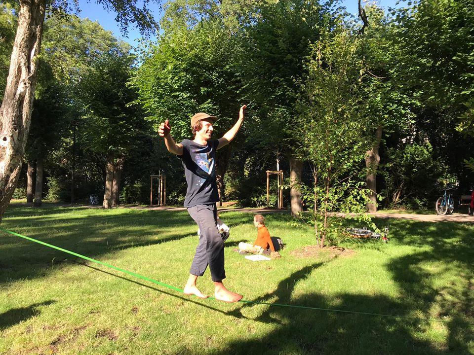 Beweise deine Balance auf der Slack Line im Wohlers Park.