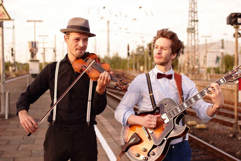 Das TC-Mellows Duo eröffnet die Live-Musik-Saison auf dem Spielbudenplatz.