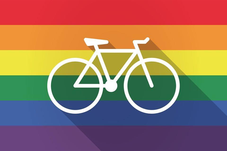 Radel mit! Die CSD-Fahrraddemo fährt durch die Stadt.