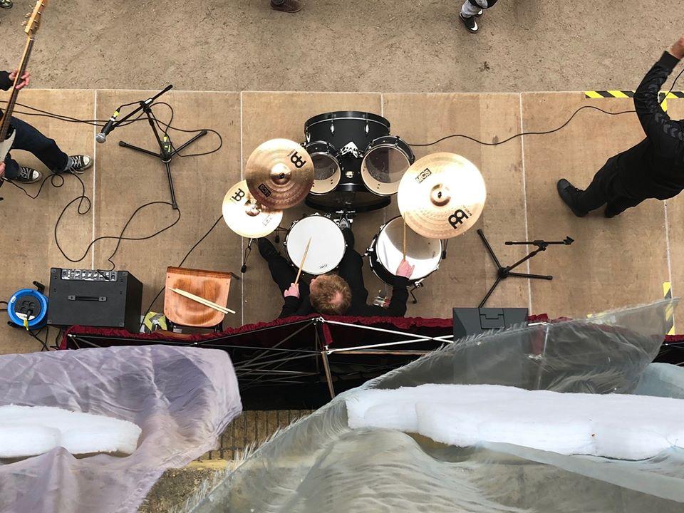 Im HausDrei kannst du gemeinsam mit anderen Musikern jammen.