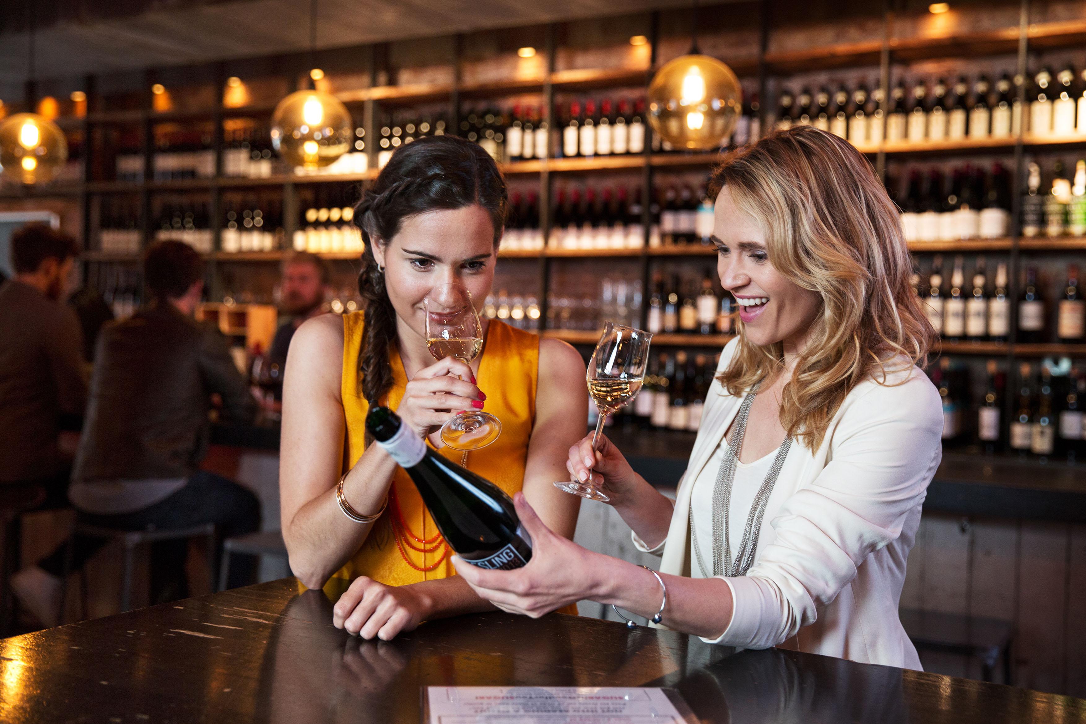 Nimm einen Schluck! Der Tag des offenen Weines wartet auf deinen Besuch.