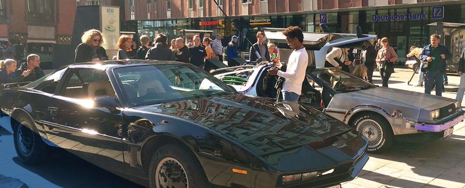 Begutachte Karren aus Knight Rider, Herbie oder Transformers beim Filmautotreffen.