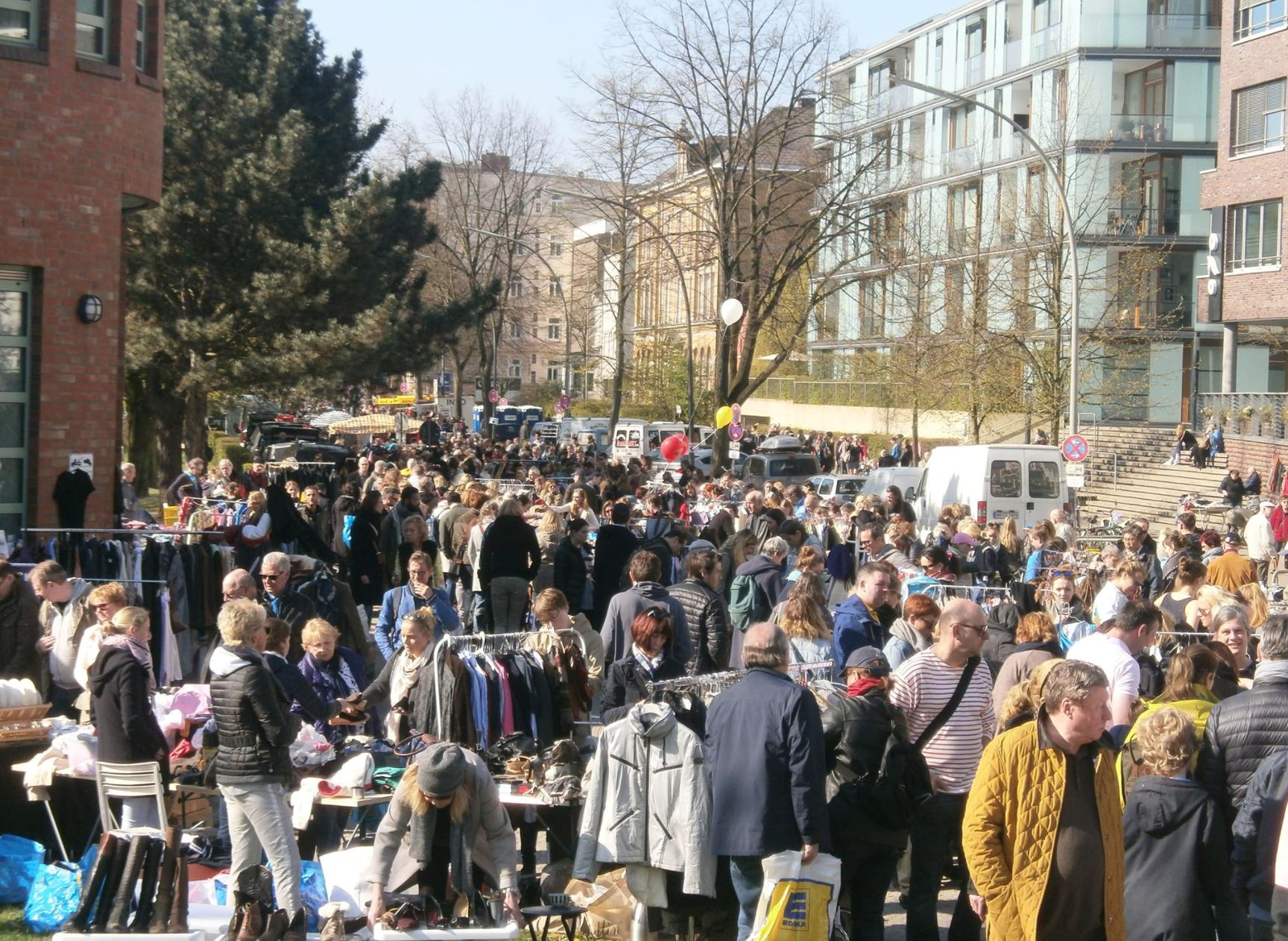 Motze deinen Kleiderschrank auf: Der Flohmarkt im Lehmweg lädt ein.