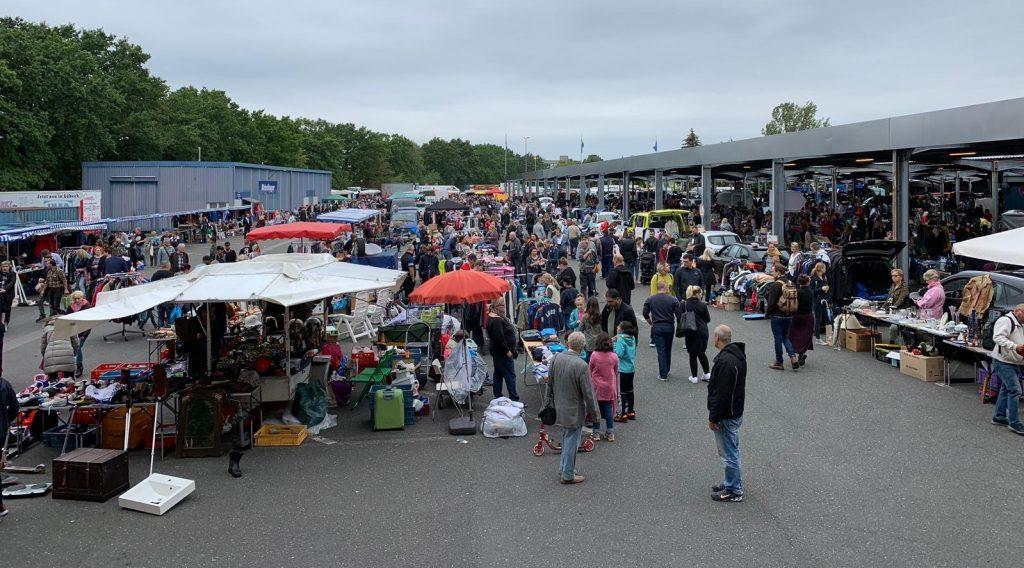 Hier ist stöbern angesagt: Flohmarkt bei der Metro in Rahlstedt.