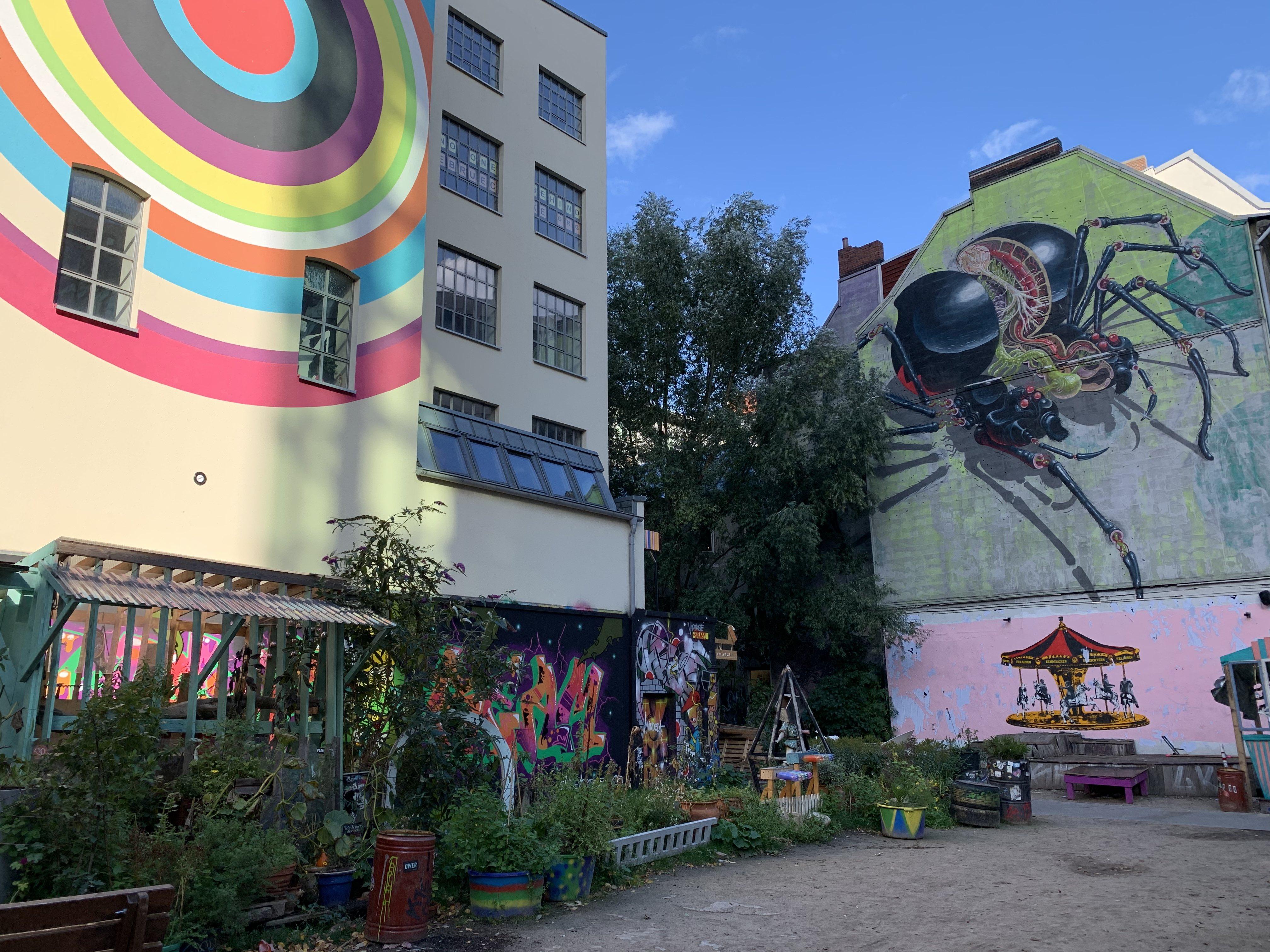 Stöbere durch den y-ART-sale im Gängeviertel.