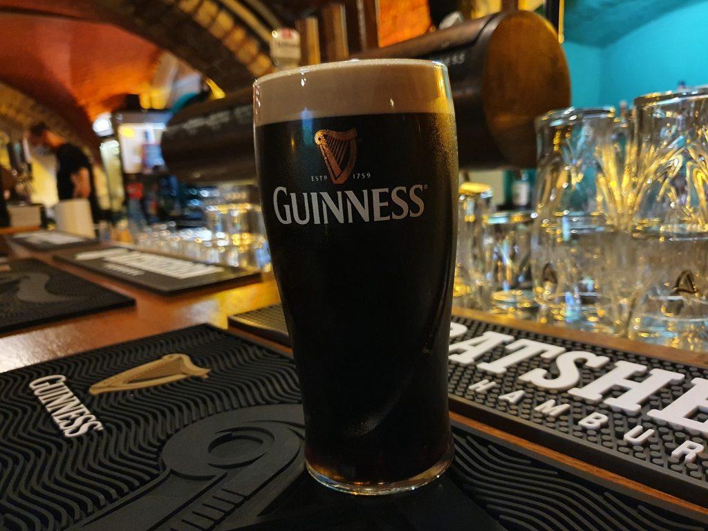 Der Fleetenkieker Irish Pub lockt mit Guiness und Quiz!