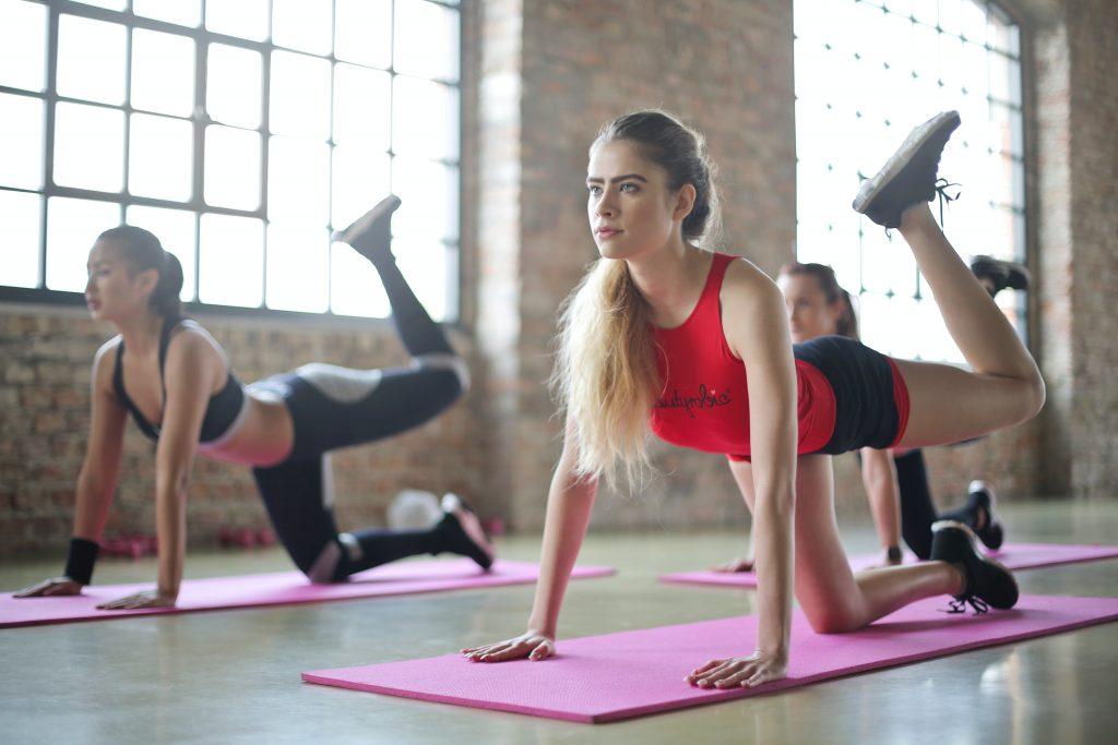 Starte sportlich in die neue Woche mit einer Runde Pilates.