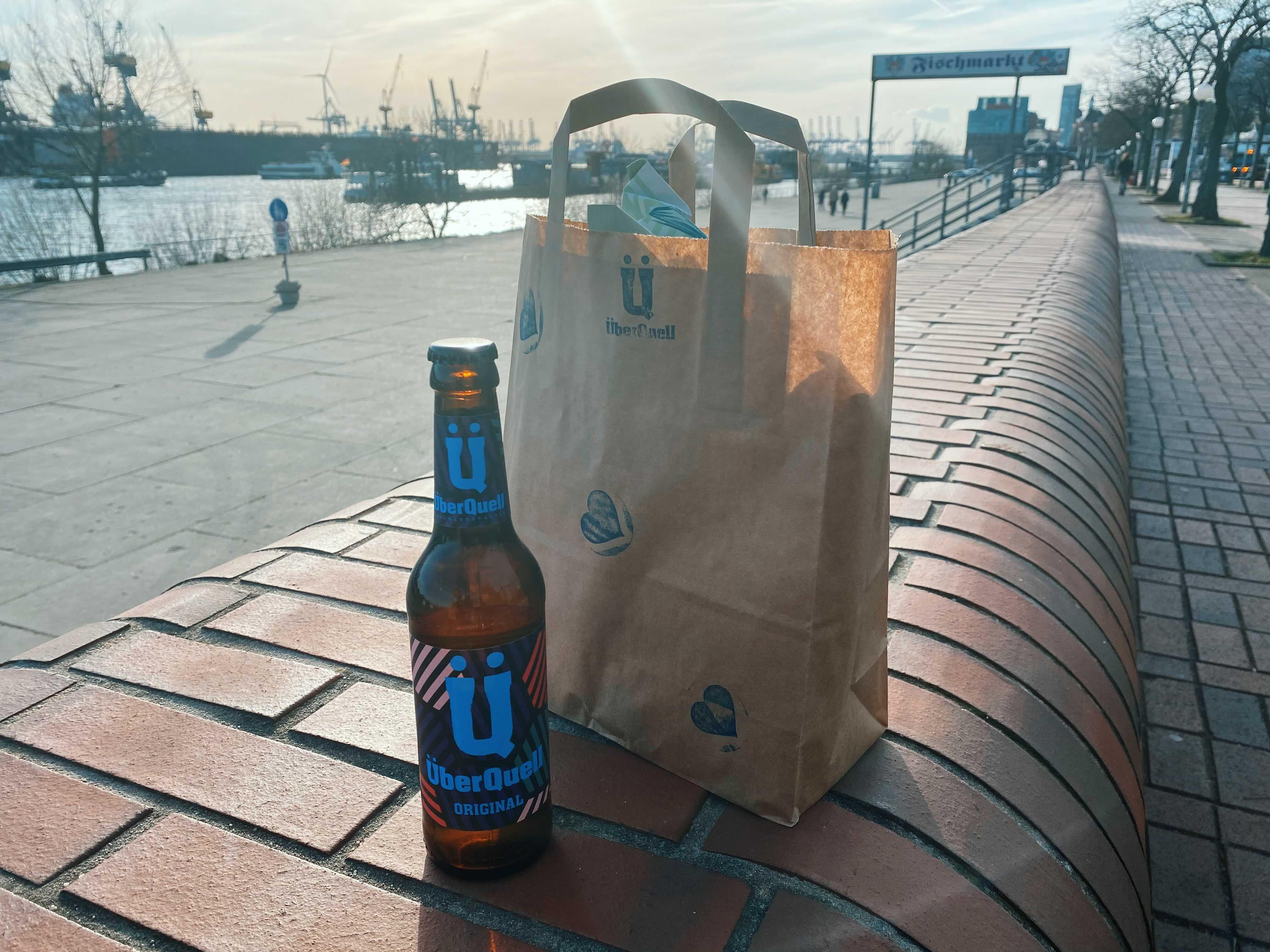Lerne mit dem ÜberQuell alles über Bier und die passenden Snacks.