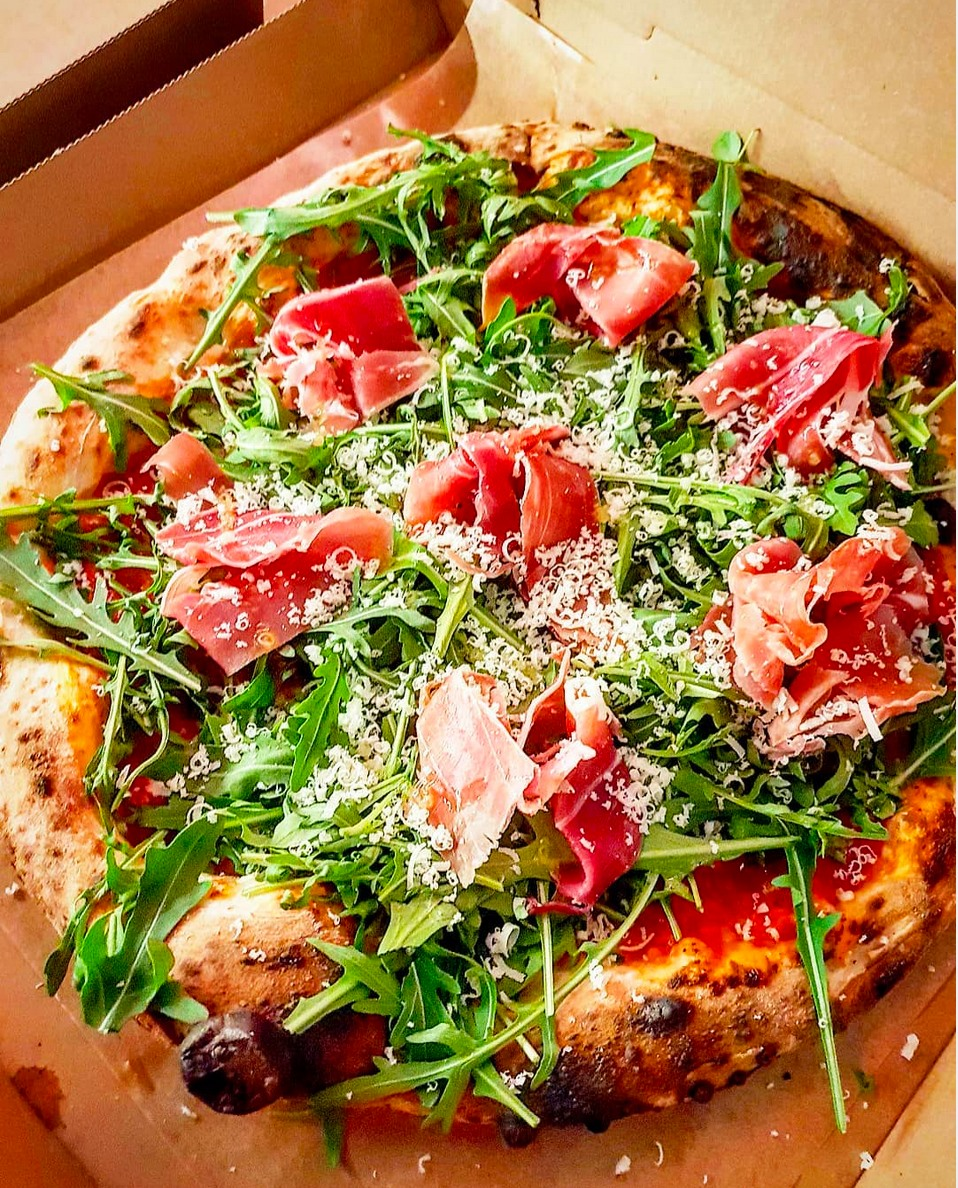 Nutze die Pizza Happy Hour von Tazzi Pizza.