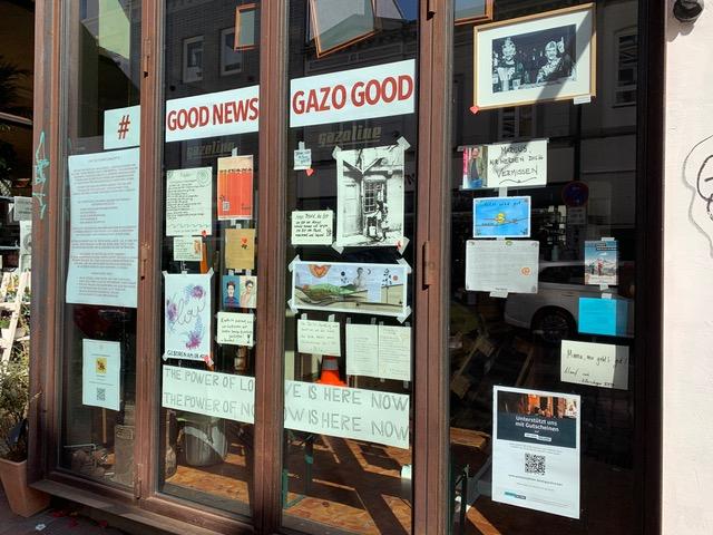 Liebe Worte lesen: Besuche die Fenstergalerie der Gazoline Bar
