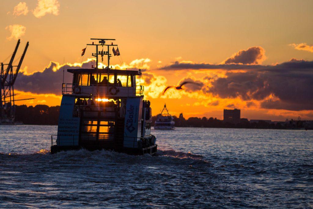 Nur der Wind fehlt: Sei bei der digitalen Hafenrundfahrt zum Hafengeburtstag dabei!