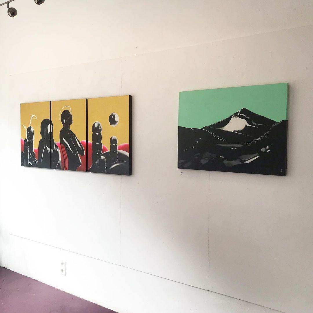 """Entdecke die Ausstellung """"Tausendplagenland"""" im Enfants Artspace."""