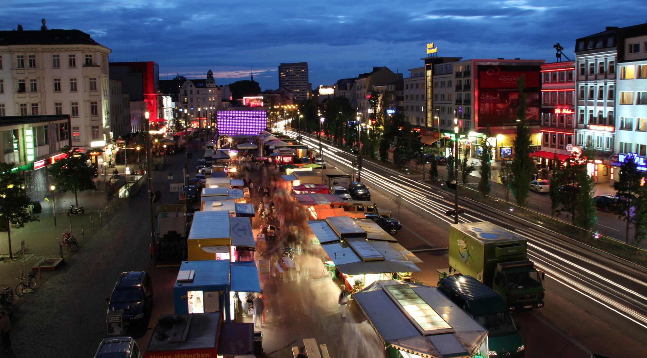 Weißt du, was immer geht? Ein Besuch auf dem St. Pauli Nachtmarkt!
