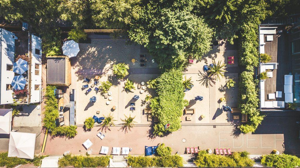 ABGESAGT // Kühle Drinks, Livemusik und Palmen – auf zum Open Air!