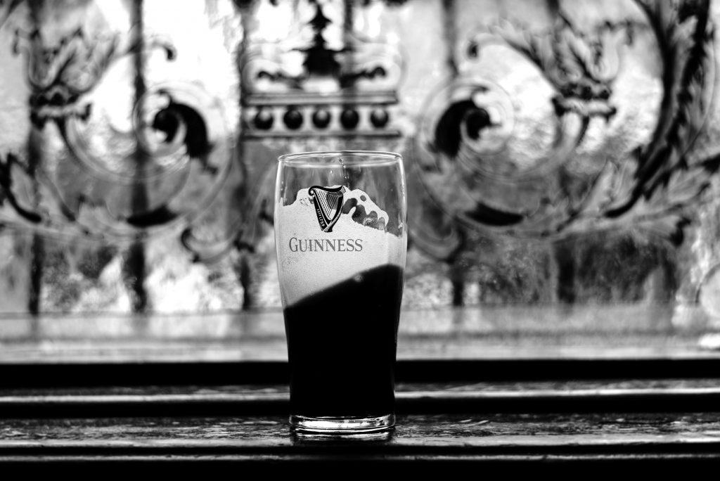 Der Shamrock Pub muss schließen, hol dir noch schnell ein Guiness.