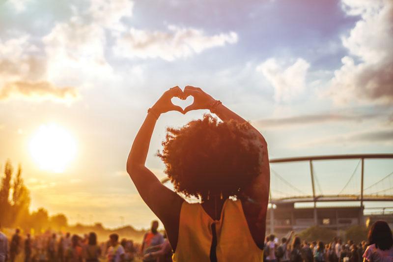 Sand unter den Füßen und Musik in den Ohren gibts beim Save the Summer Open Air.