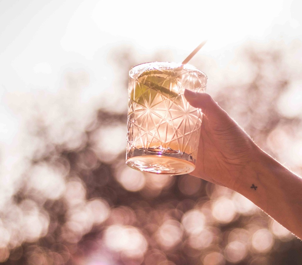 Im Beach Club in St. Georg wird es mit Drinks feuchtfröhlich!