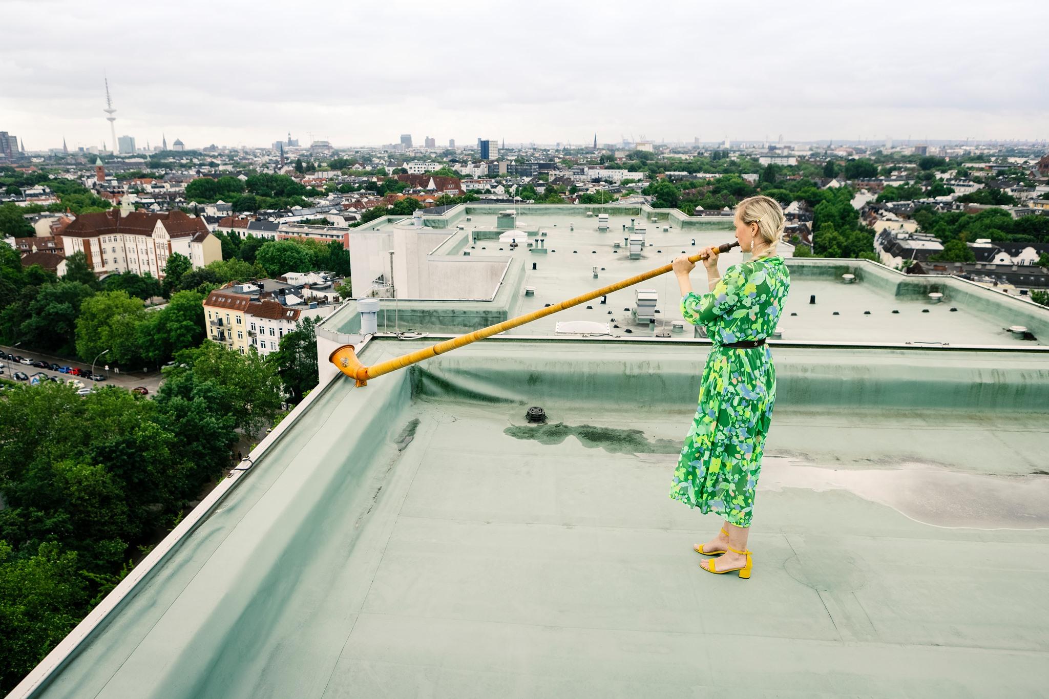Über den Dächer der Stadt spielen die Dresdner Sinfoniker ein Konzert.
