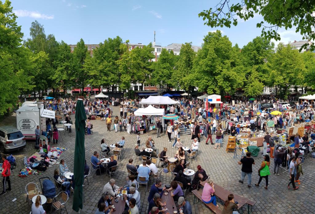 Sonntag ist und bleibt Flohmarkttag – am Großneumarkt kannst du trödeln.