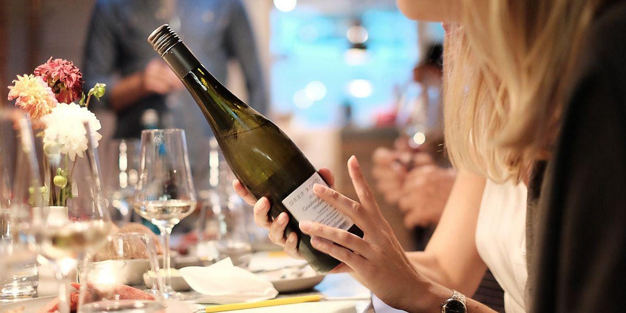 Weiß, Rot oder Rosé: Beim Weintasting lernst du alles über Wein.